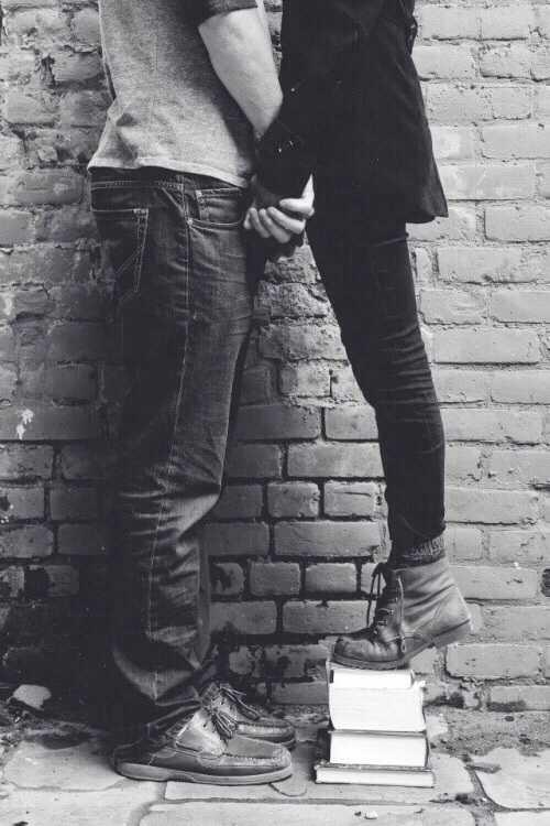 высокий парень и низкая девушка
