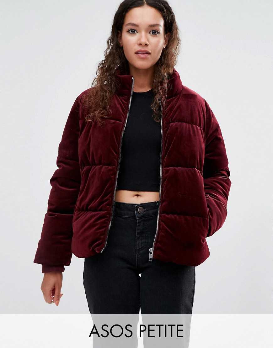 Девушки в дутых куртках